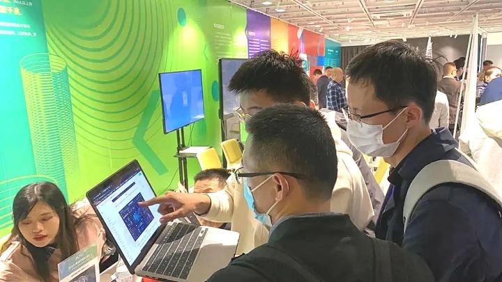 袋鼠云出席浙江省高校教育信息化展会,带来智慧校园建设新思路