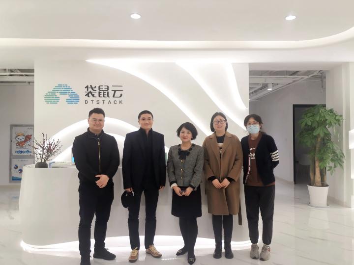 广州市海珠区投资促进局领导一行莅临袋鼠云参观交流